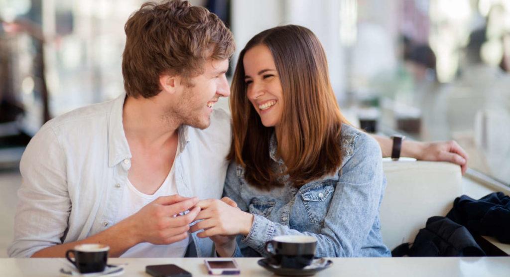 Как узнать, любит ли тебя девушка?