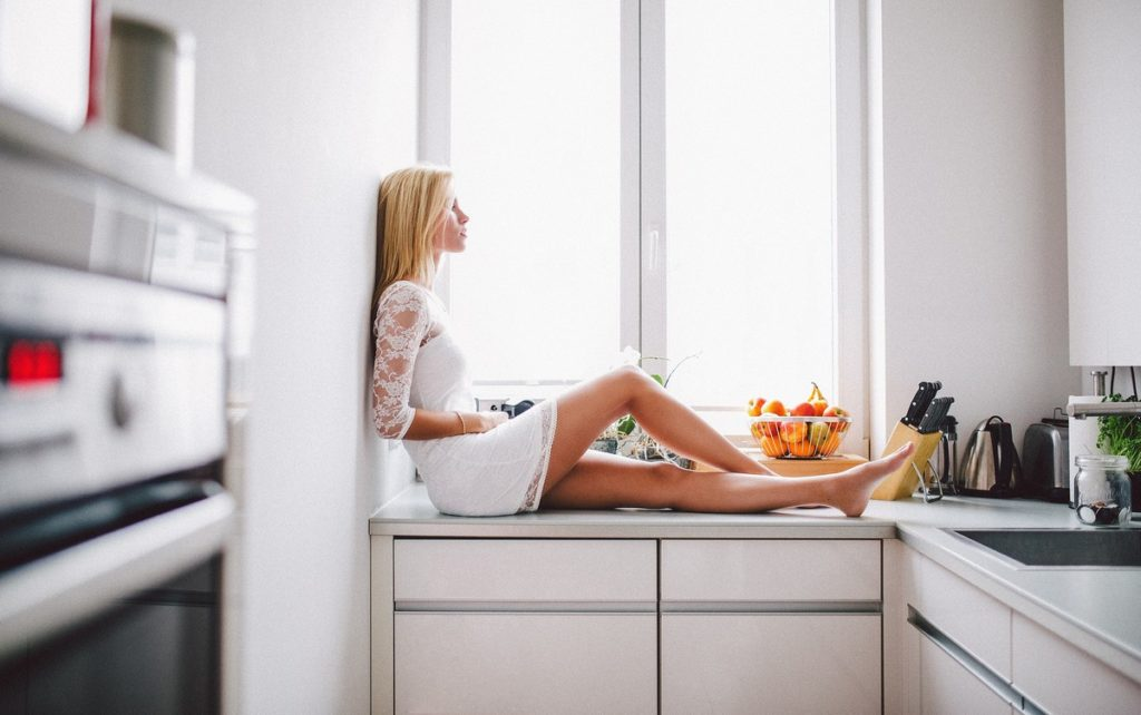 Девушка одиночка в квартире, не хочет выходить замуж