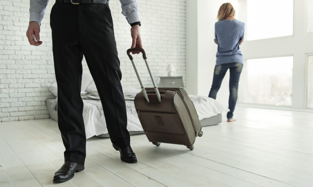 Жена выгнала из дома