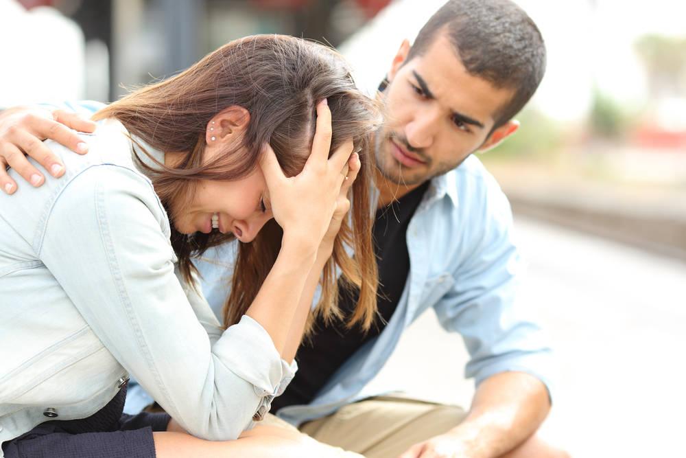 Девушка жалеет о разрыве отношений с бывшим парнем